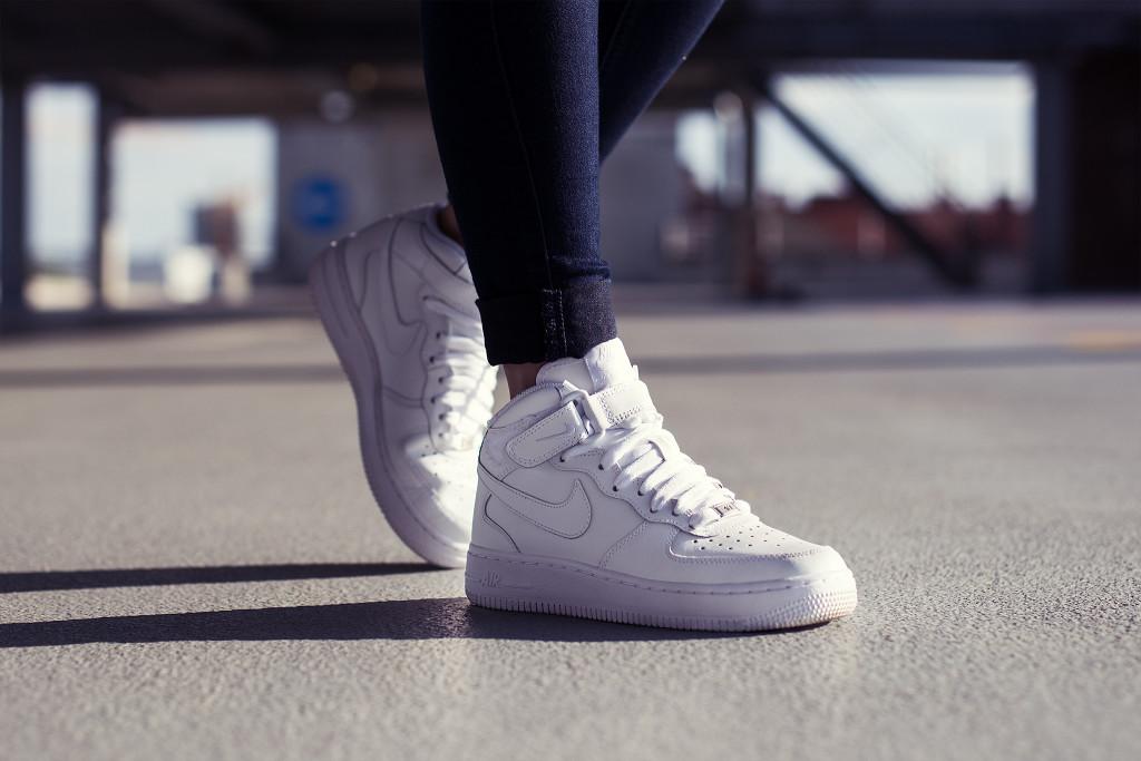 Annika_herpistolgo_College_Garage_Sneaker_Nike_AF1_2048_90