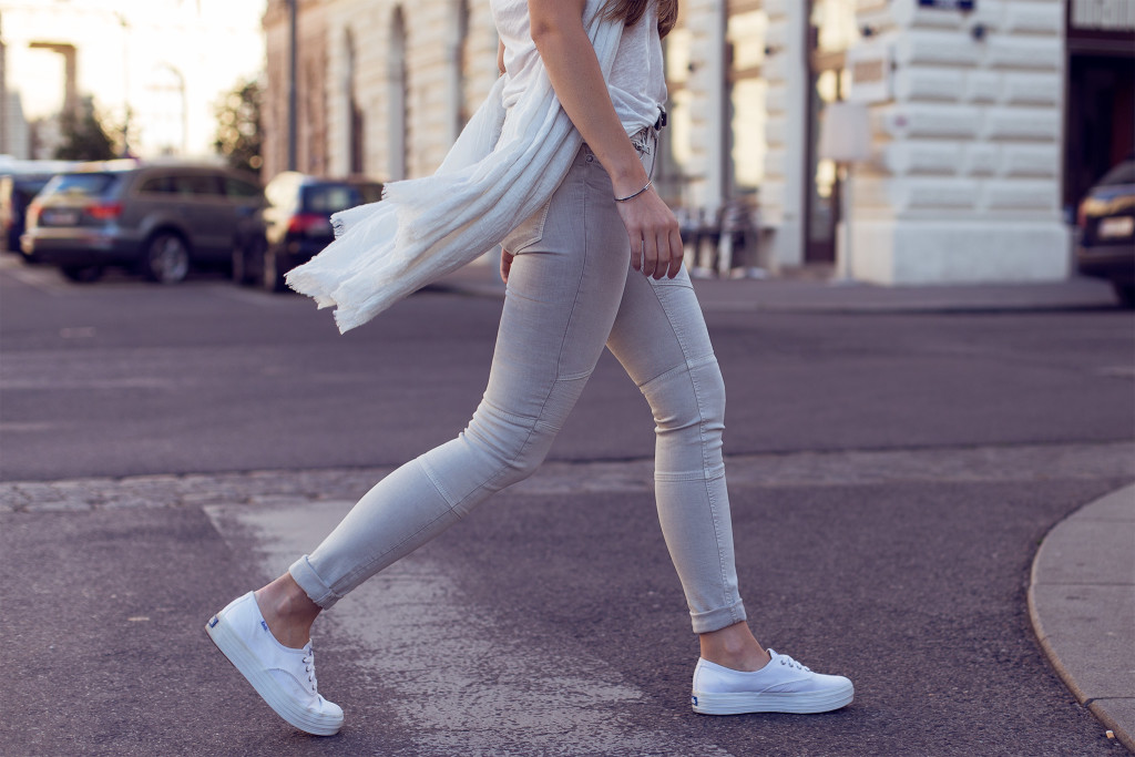 herpistolgo, annika is wearing allsaints biker jeans, allsaints denim , biker jeans, vienna street style