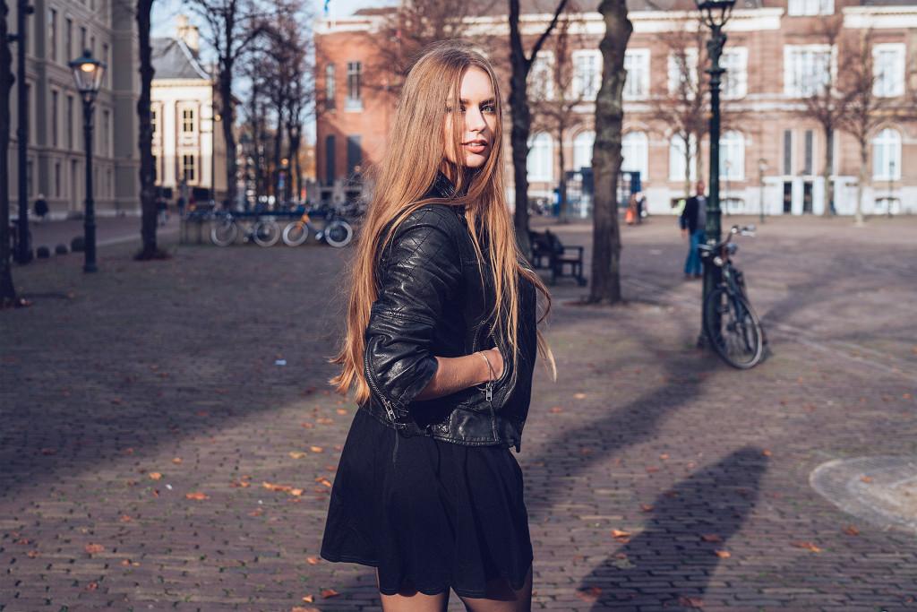 Annika_Herpistolgo_Den_Haag_Allsaints_behind