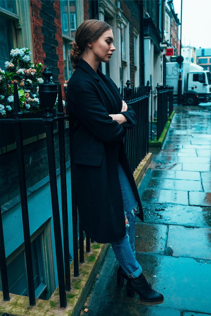 Annika_Herpistolgo_London_Allsaints_Coat_2017-6
